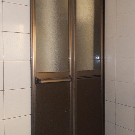 浴室ドア 交換工事施工前