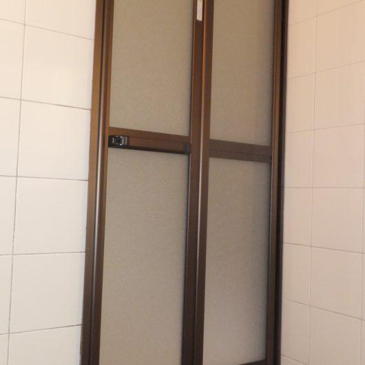 浴室ドア 交換工事施工後